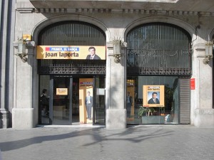 Aspecto exterior de la sede de la candidatura de Joan Laporta, en mayo de 2003 en Paseo de Gracia
